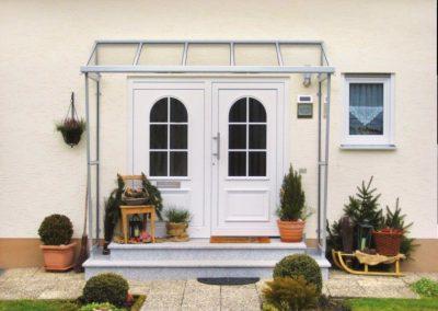 Vordächer gefertigt durch die Firma Spröba Insektenschutz und Alutechnik GmbH