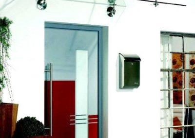 Individuelles Vordach gefertigt von der Spröba Insektenschutz und Alutechnik GmbH